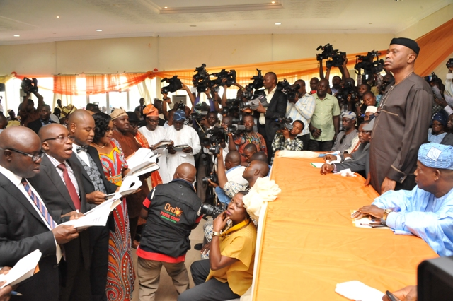 Mimiko's Cabinet Members Defect To APC