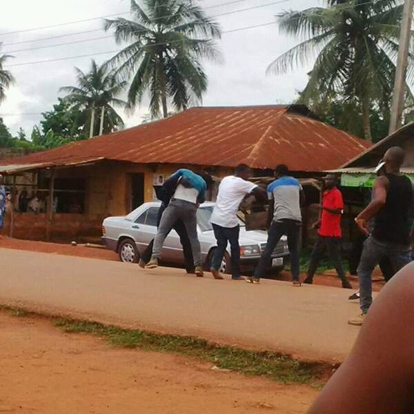 #EdoDecides Thugs Fight Over Money In Unit 1, Ward 10 [PHOTOS]