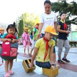 See Photos Of The Chinese Student Who Goes To School Without LEGS!!!
