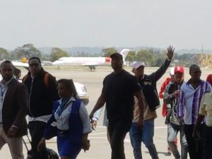 #DeportChrisBrown : Kenyan Fans Go Awry As Chris Brown Smashes Fan's Phone On Arrival