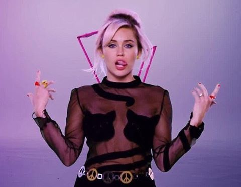 Miley Cyrus Explains Her 'Pansexual' Identity