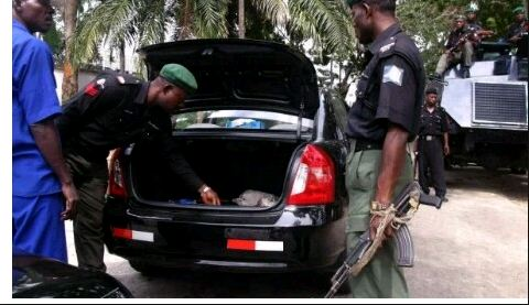 police-checing-car-papers-1