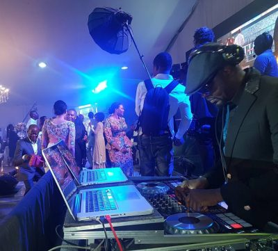 King Sunny Ade Takes Over The Wheels From DJ Jimmy Jatt At Dangote's Birthday Party