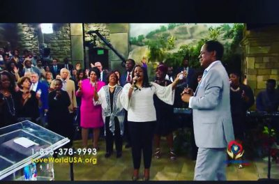 Pastor Chris Oyakhilome Called Sinach To Sing To A lady On Wheelchair And She Got Healed