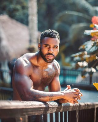 Jason Derulo swung too early, knocking Will Smith's teeth out